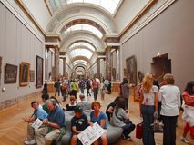 Nel corridoio del museo del Louvre. Parigi. La Francia. 20 giugno 2012 Fotografie Stock