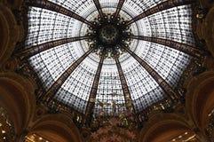 Parigi, interno di Galeries La Fayette fotografie stock