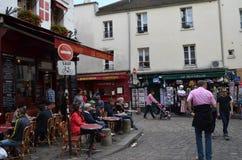 Parigi, la gente si rilassa i outdors Immagini Stock