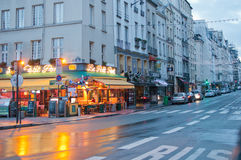 Parigi nella pioggia fotografia stock