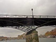 Parigi - Pont des Arts dalla Senna fotografie stock libere da diritti