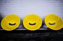Parigi, sedili gialli della stazione della metropolitana Immagini Stock Libere da Diritti