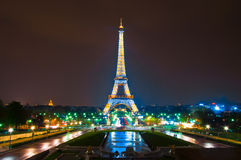 PARIJS - APRIL 16: De lichte Prestaties tonen Stock Foto