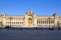 14 Parijs-AUGUSTUS: De Petit Palaisvoorgevel op 14,2009 Augustus in Parijs, Frankrijk. Stock Foto