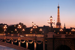 Parijs bij schemer Stock Afbeelding