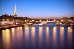 Parijs bij schemer Royalty-vrije Stock Foto's