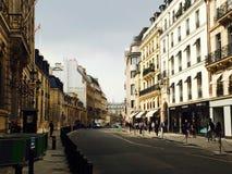 Parijs bij schemer stock fotografie