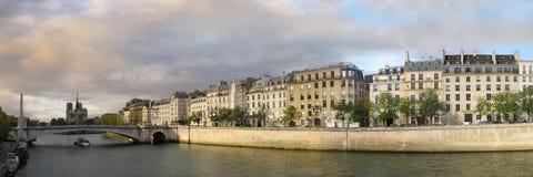 Parijs bij zonsondergang Stock Afbeeldingen