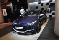 Parijs, de Auto van augustus 20-Renault in Toonzaal in Parijs royalty-vrije stock fotografie