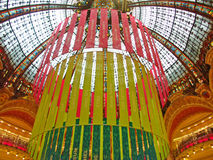 Parijs, de decoratie van Kerstmis van Galeries Lafayette Stock Afbeelding