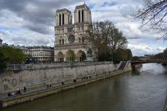 parijs De kathedraal van de Notredame stock afbeeldingen