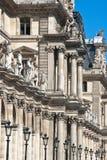 Parijs en het Louvre met standbeelden Royalty-vrije Stock Afbeelding