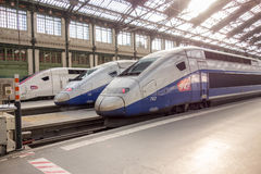 PARIJS, FRANKRIJK - APRIL 14, 2015: TGV hoge snelheids Franse trein in garede Lyon post op 14 April, 2015 in Parijs, Frankrijk Royalty-vrije Stock Afbeeldingen