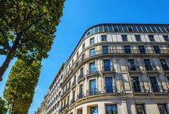 PARIJS, FRANKRIJK - AUGUSTUS 30, 2015: Champs Elysée in de zomertijd Parijs - Frankrijk Royalty-vrije Stock Foto