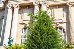 PARIJS - FRANKRIJK - AUGUSTUS 30, 2015: Het beroemde Grote Grote Paleis van Palais in Parijs Stock Afbeeldingen