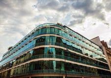 PARIJS, FRANKRIJK - AUGUSTUS 30, 2015: Modern glas commercieel centrum Parijs - Frankrijk Royalty-vrije Stock Afbeelding