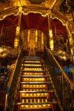 PARIJS, FRANKRIJK - AUGUSTUS 30, 2015: Oude Franse carrousel in een vakantiepark in de tijd van de nachtzomer Stock Foto's
