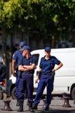 PARIJS, FRANKRIJK - CIRCA JUNI 2014: Franse politieagenten in straat Stock Afbeeldingen