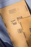 Parijs, Frankrijk - Februari 08, 2017: Eerste het Pakketpakket van Amazonië vooraan de deur van een huis Amazonië, is een Amerika Stock Fotografie