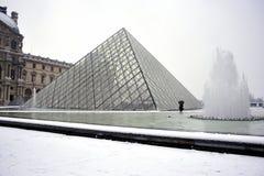 Parijs, Frankrijk, het Onweer van de Sneeuw van de Winter, Piramide Royalty-vrije Stock Foto's