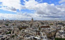 Parijs, Frankrijk Het Pantheon en het Latijnse Kwart vanuit Notre Dame-gezichtspunt Koepel en Saint Etienne du Mont Church royalty-vrije stock afbeeldingen