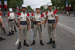 Parijs, Frankrijk - Juli 14, 2012 De militairen stelt vóór maart in de jaarlijkse militaire parade in Parijs Royalty-vrije Stock Foto's