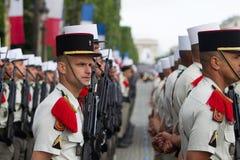 parijs frankrijk 14 juli, 2012 De rangen van de buitenlandse legionairs tijdens paradetijd op Champs Elysees Stock Foto