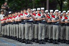 parijs frankrijk 14 juli, 2012 De rangen van de buitenlandse legionairs tijdens paradetijd op Champs Elysees in Parijs Royalty-vrije Stock Fotografie