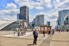 PARIJS, FRANKRIJK - JULI 06, 2016: La-Defensie, Bedrijfskwart met Royalty-vrije Stock Afbeeldingen