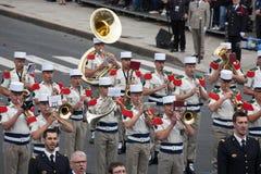 Parijs, Frankrijk - Juli 14, 2012 Militair-musici maart tijdens de jaarlijkse militaire parade Stock Afbeeldingen