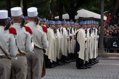Parijs, Frankrijk - Juli 14, 2012 Militairen van het 1st regiment van het zwaard maart tijdens parade Stock Foto