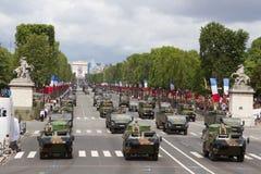Parijs, Frankrijk - Juli 14, 2012 Optocht van militaire uitrusting tijdens de militaire parade in Parijs Stock Afbeelding