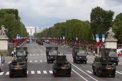 Parijs, Frankrijk - Juli 14, 2012 Optocht van militaire uitrusting tijdens de militaire parade in Parijs Royalty-vrije Stock Fotografie