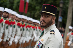 parijs frankrijk 14 juli, 2012 Pioniers vóór de parade op Champs Elysees in Parijs Stock Fotografie
