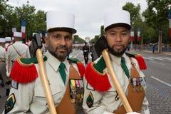 parijs frankrijk 14 juli, 2012 Pioniers vóór de parade op Champs Elysees in Parijs Stock Afbeeldingen
