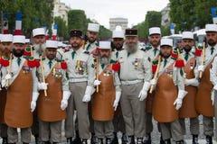parijs frankrijk 14 juli, 2012 Pioniers van het Franse buitenlandse legioen vóór de parade op Champs Elysees Stock Foto