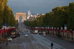 Parijs, Frankrijk - Juli 14, 2012 Voorbereiding van het vierkant voor de jaarlijkse militaire parade ter ere van de Bastille-Dag Royalty-vrije Stock Fotografie