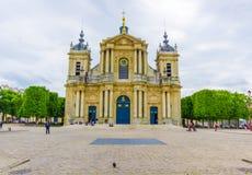 Parijs, Frankrijk 1 Juni, 2015: Buiten mooie Kerk van Notre Dame in Versailles Royalty-vrije Stock Afbeelding
