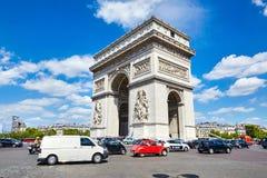 Parijs, Frankrijk - Juni 19, 2015: De Triomfantelijke Boog van Arc de Triomphe royalty-vrije stock foto's