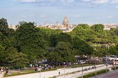 PARIJS, FRANKRIJK - JUNI 24, 2017: Mening van de beroemde Koepel van Les Invalides de Nationale Woonplaats van Invalids royalty-vrije stock afbeelding