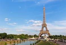 PARIJS, FRANKRIJK - JUNI 24, 2017: Mening van de Toren van Eiffel van Place DE Trocadero Royalty-vrije Stock Fotografie