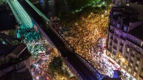 PARIJS, FRANKRIJK - JUNI 19, 2018: Timelapse van een stad van hierboven bij nacht Snelle beweging stock footage