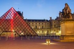 Parijs (Frankrijk) Louvre piramide Stock Foto's
