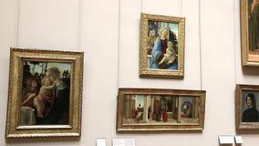 PARIJS, FRANKRIJK - Maart 22, 2016: Art Gallery van het Louvremuseum in Parijs frankrijk stock footage