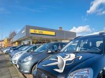 Parijs, Frankrijk - Maart 06 2017: Peugeot neemt Opel voor 2 over 2 miljard Euro Royalty-vrije Stock Afbeelding