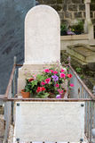 PARIJS, FRANKRIJK - MEI 2, 2016: Auguste Comte-graf in pere-Lachaise begraafplaats homeopaty stichter Royalty-vrije Stock Foto's