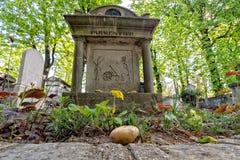 PARIJS, FRANKRIJK - MEI 2, 2016: De importeur van de Parmentieraardappel van de V.S. aan het graf van Europa in pere-Lachaise beg Stock Foto