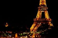 Parijs, FRANKRIJK - MEI 27, 2015: De Toren van Eiffel in Parijs bij nacht met verlichting Royalty-vrije Stock Foto's