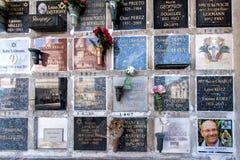 PARIJS, FRANKRIJK - MEI 2, 2016: Frans de kampioensgraf van Laurent Fignon Cycling in pere-Lachaise begraafplaats homeopaty stich Stock Foto's