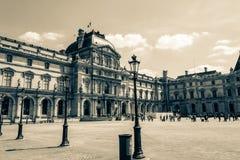 Parijs, Frankrijk - MEI 27, 2015: Het Louvre in Parijs op een zonnige dag Oude retro stijl Royalty-vrije Stock Afbeeldingen